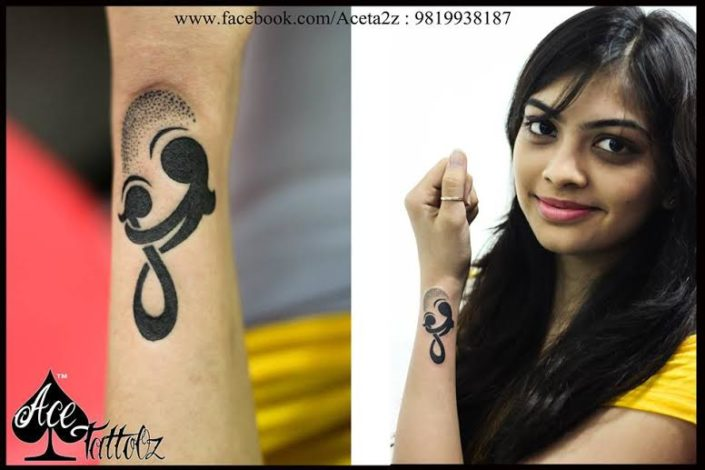 Mom Daughter Vector Tattoo Ideas for Womens Wrist